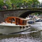 Sloepvaren door de Amsterdamse grachten