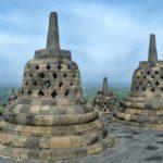 Over magische tempels en goedlachse Javanen