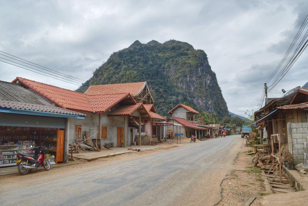 Hoofdweg Nong Khiaw Laos