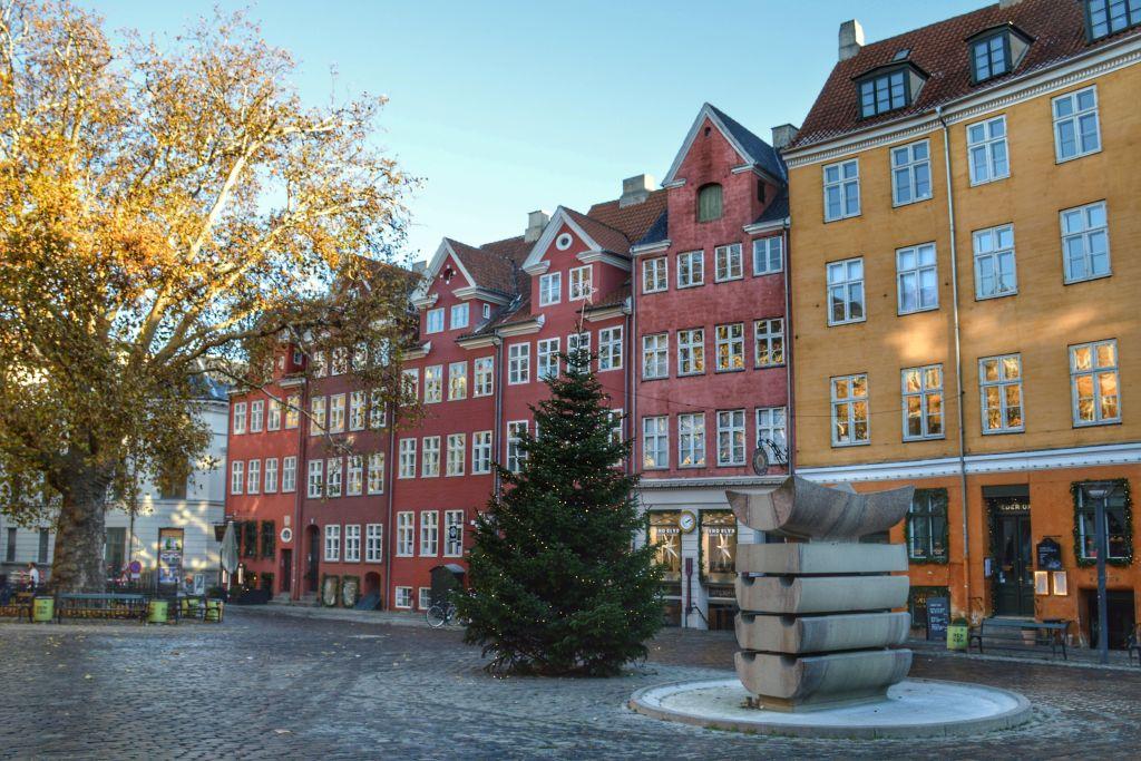 Kleurrijk plein in het centrum van Kopenhagen