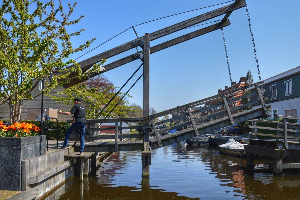 Houten ophaalbrug in Hillegom