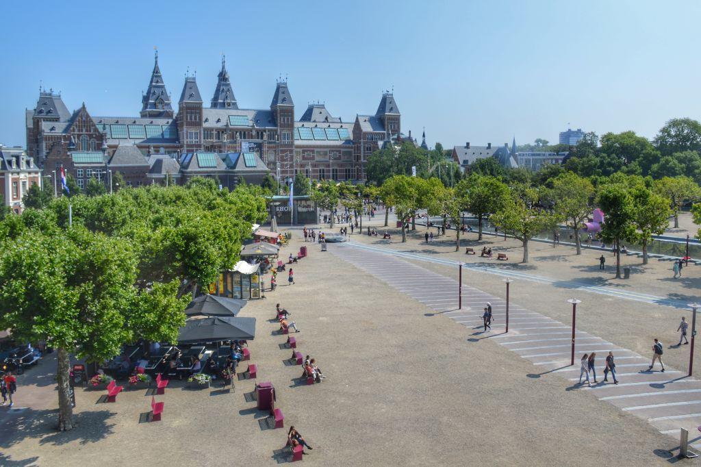 Uitzicht Rijksmuseum vanuit Moco Museum