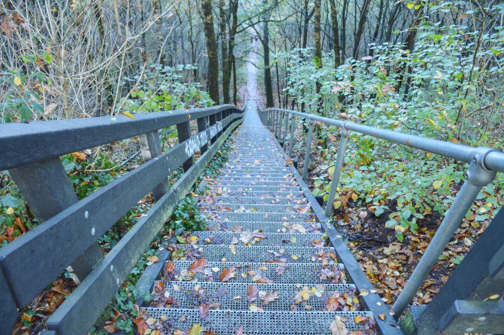 Steile trap naar de Zanderij Maarn