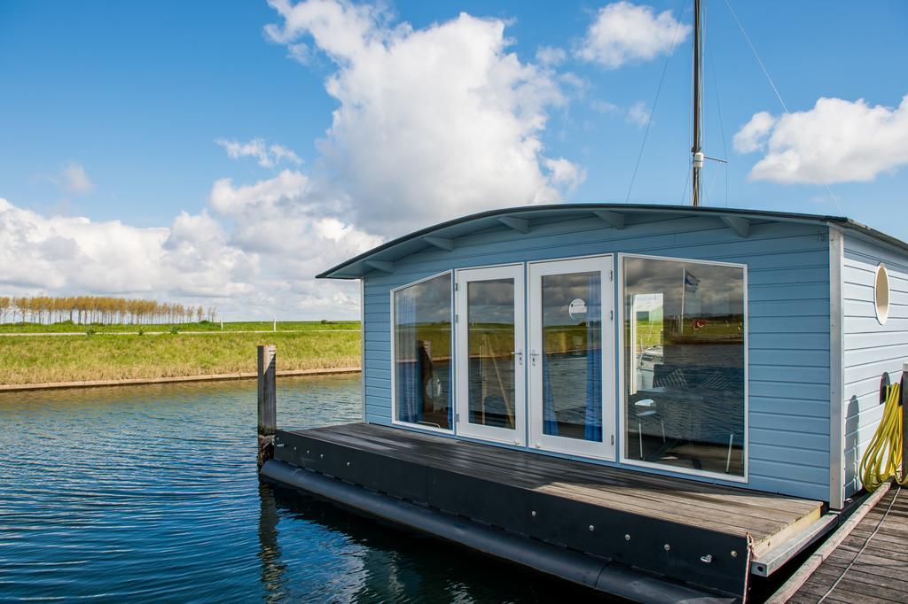 Drijvend vakantiehuisje op het water