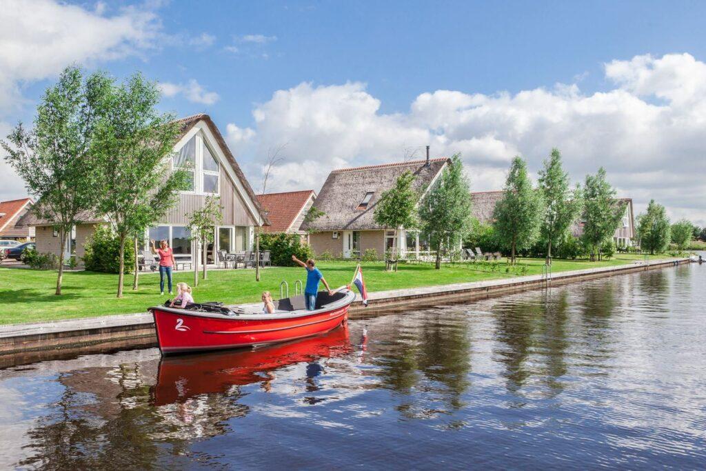 Vakantiehuisjes aan het water bij Landal Waterpark Terherne