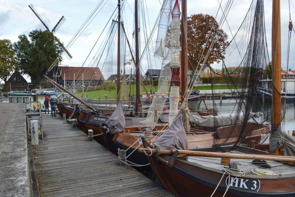 Botters in de haven van Harderwijk