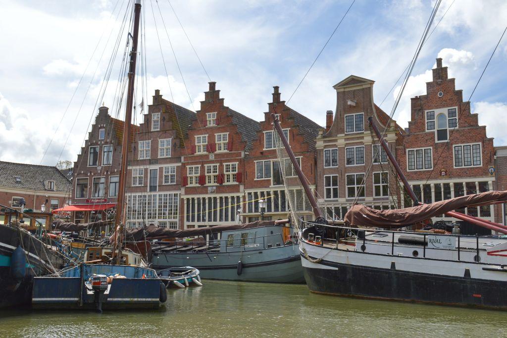 Het kleine cafe aan de haven in Hoorn