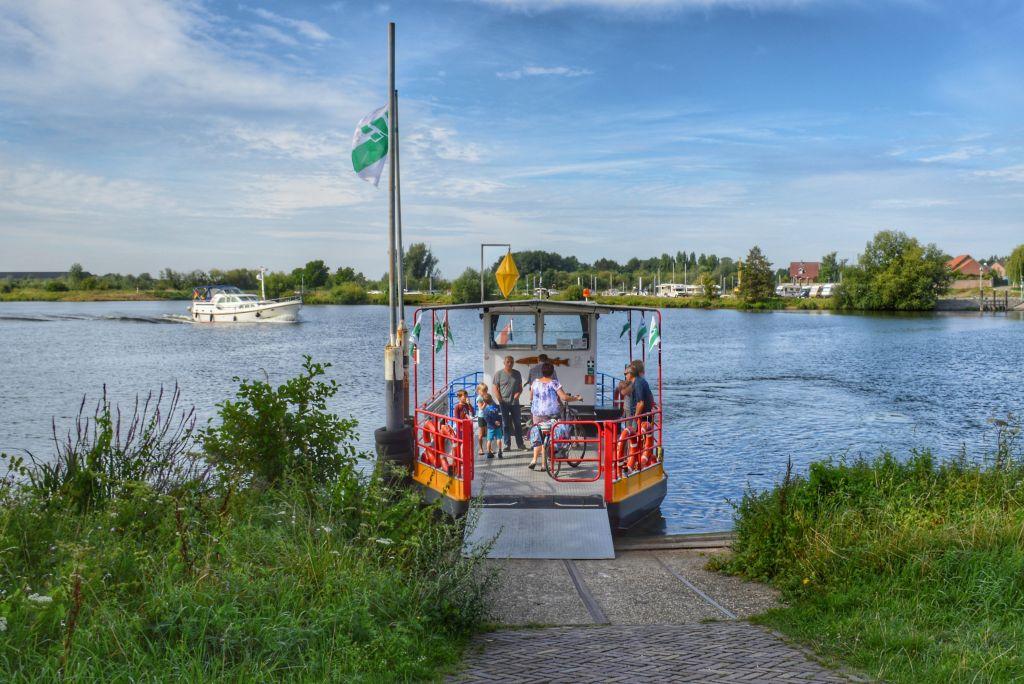 Mooie camperplaatsen aan het water in Neer, Limburg